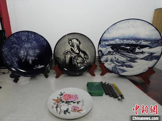 """吉林""""单手""""瓷刻师:以瓷为纸展现传统精工之美"""