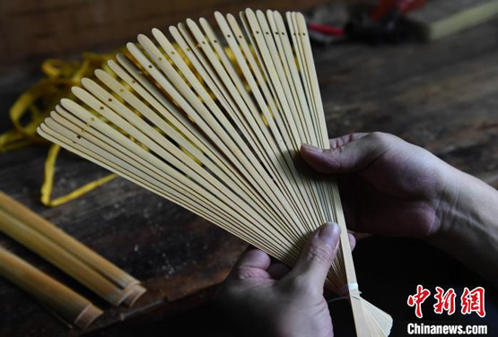 """中国三大名扇之一:荣昌折扇""""再舞""""耀光芒"""
