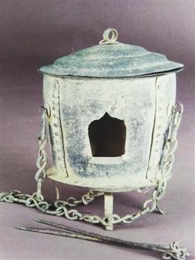 """明楚昭王墓中的随葬明器""""铜火炉"""""""