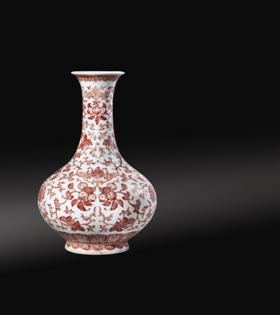 清嘉庆釉里红缠枝花卉福寿瓶