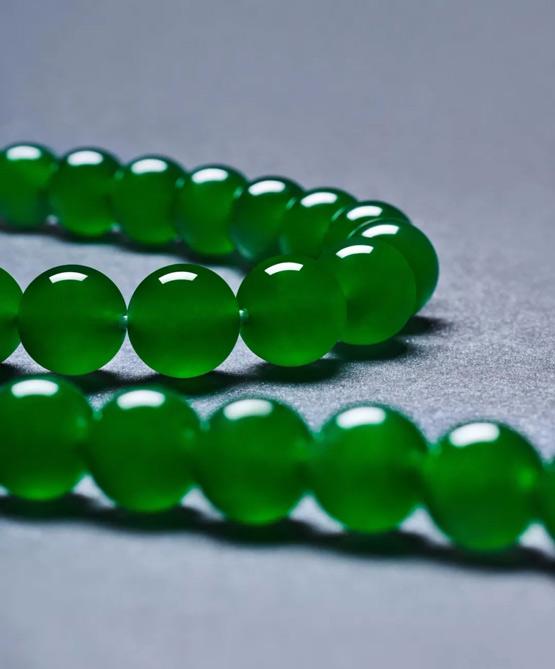 6296.3万!顶级帝王绿翡翠珠项链在香港苏富比成交