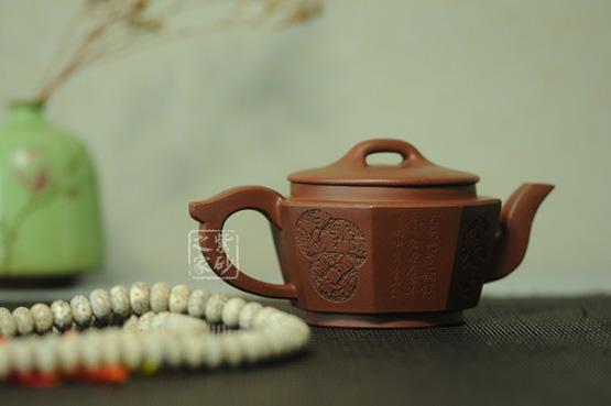 鉴别紫砂壶的好坏可以具体到六个方面