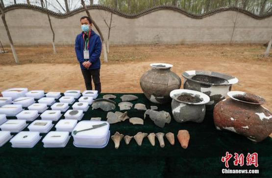 北京琉璃河遗址首次发现成规模夯土建筑基址