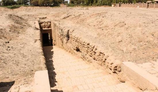 从吐鲁番出土的〈墓主人生活图〉遥望天上人间