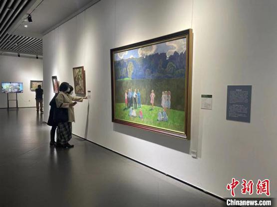 百余幅当代俄罗斯艺术家作品冰城亮相异国风情引南北游客驻足欣赏